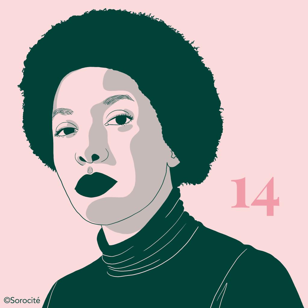 Amandine Gay en format portrait, portant les cheveux courts, un pull à col roulé foncé. A droite le numéro 14.