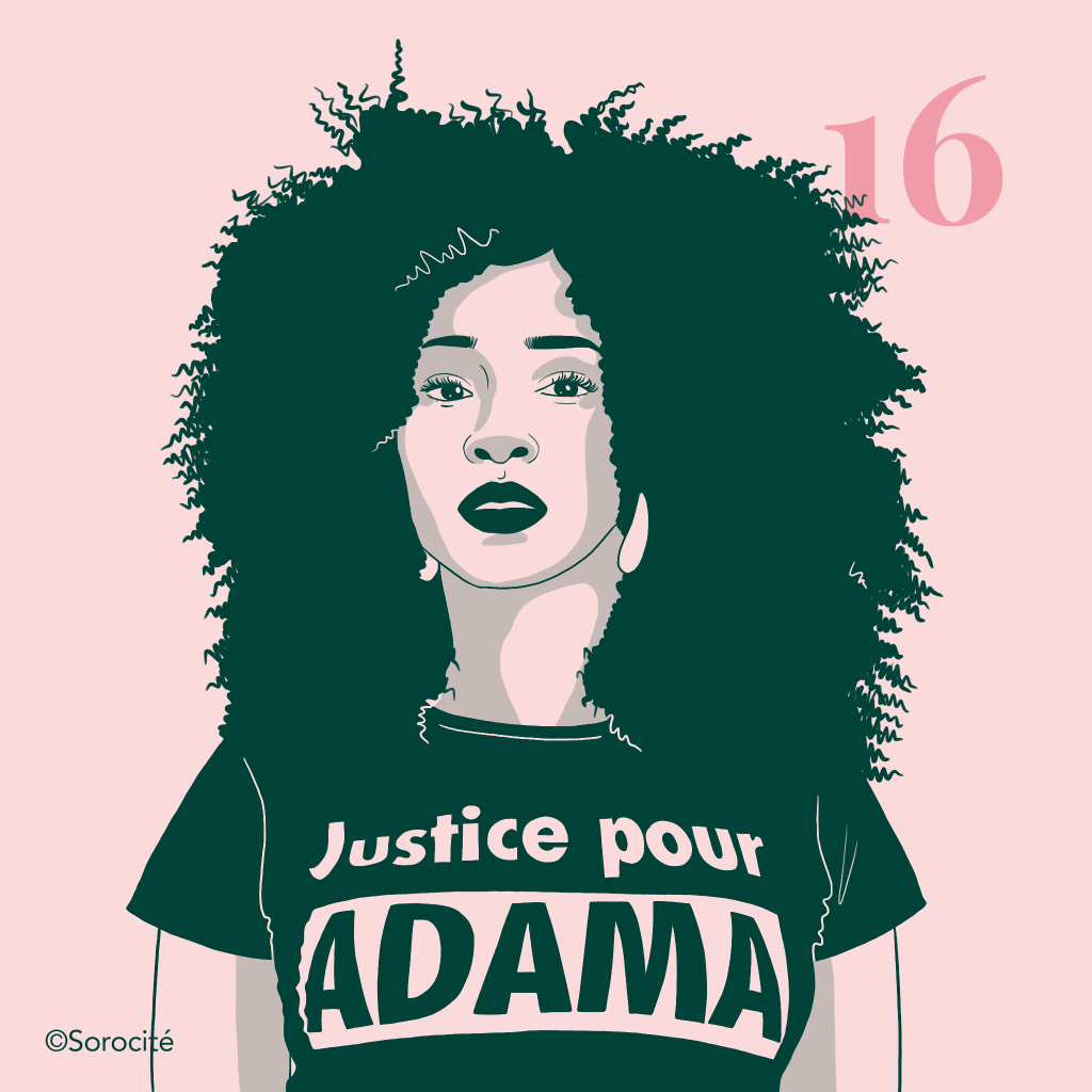 La militante Assa Traoré, de face portant un t-shirt Justice pour ADAMA, cheveux mi-longs au naturel lui arrivant aux épaules.