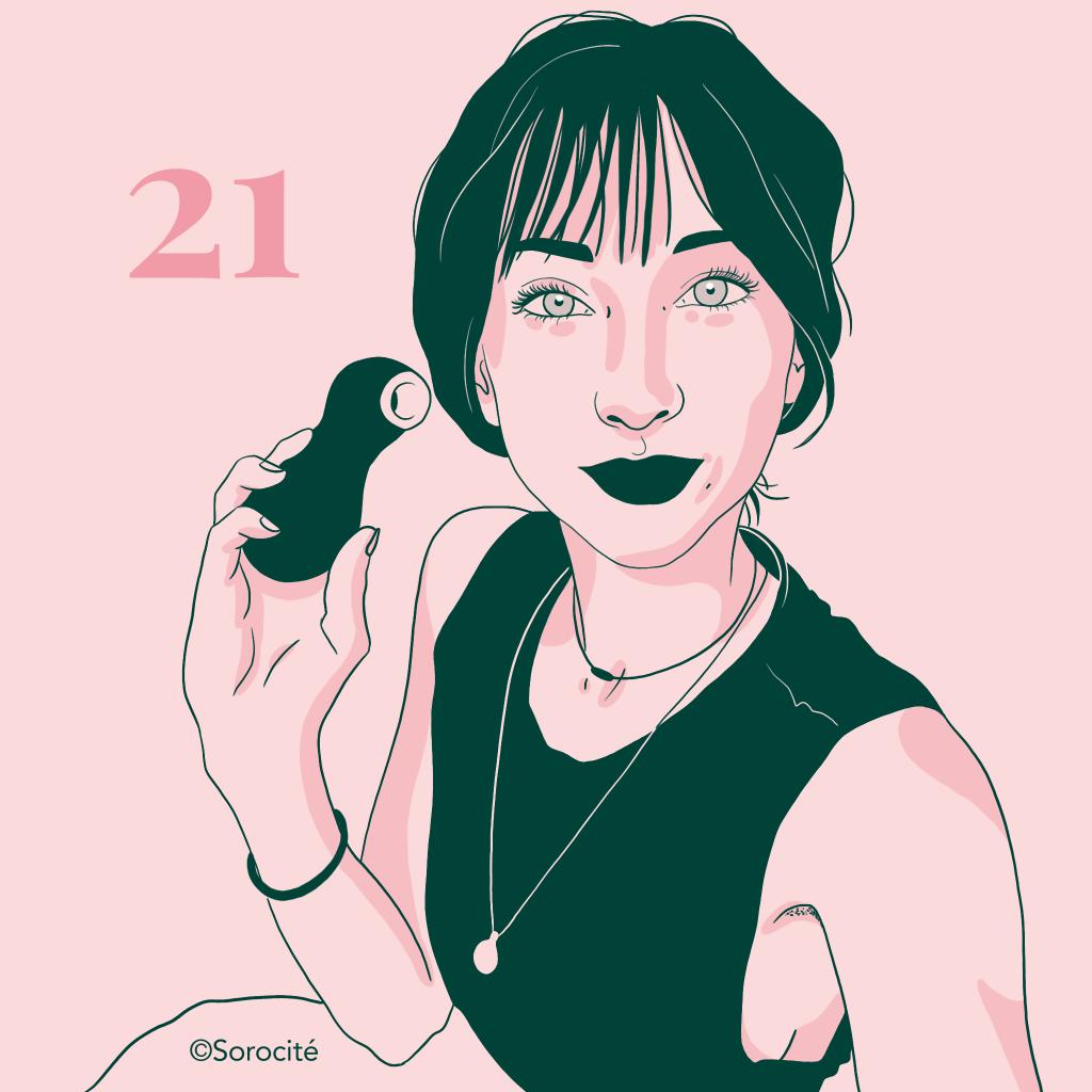 Masha Sexplique en format portrait avec un sextoy dans la main et le numéro 21 à côté de sa tête.