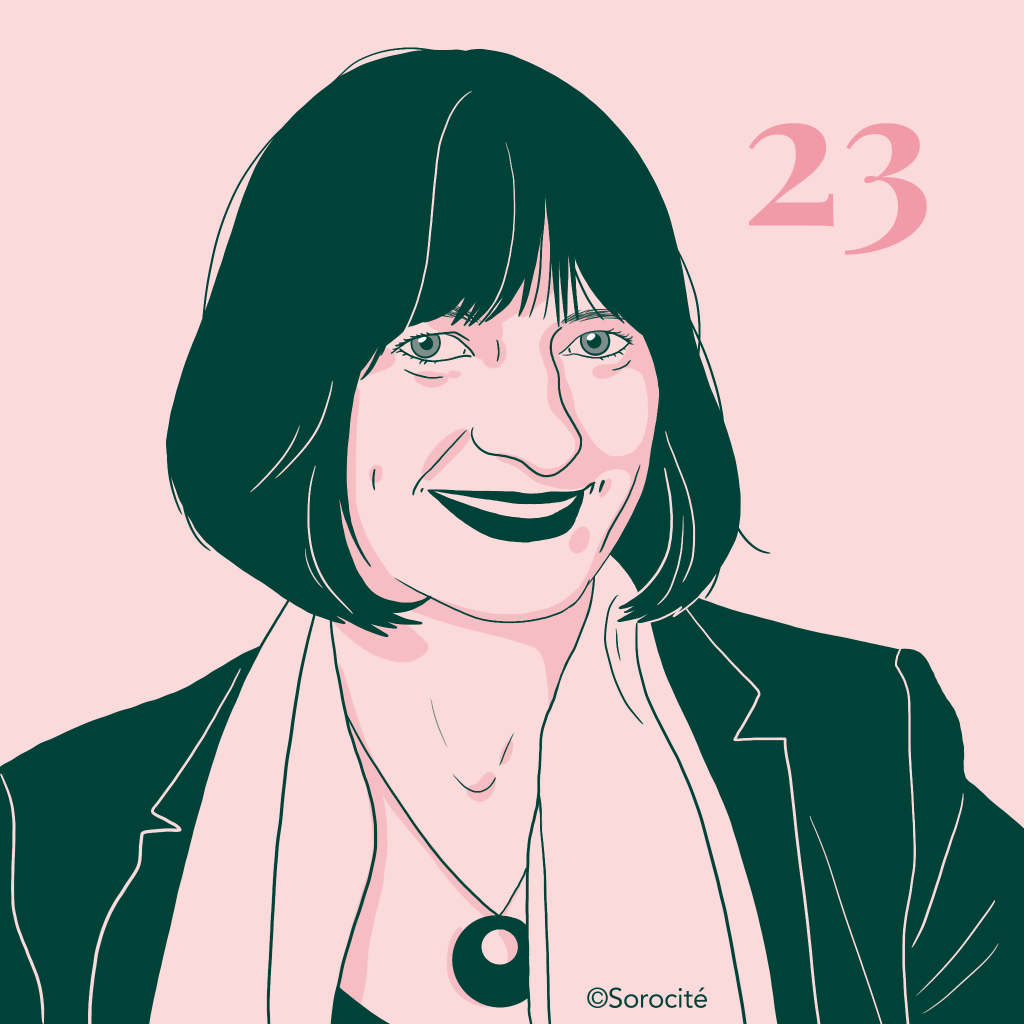 Muriel Salmona, avec le sourire, en format portrait, les cheveux coupés au carré avec le numéro 23 à côté de la tête.